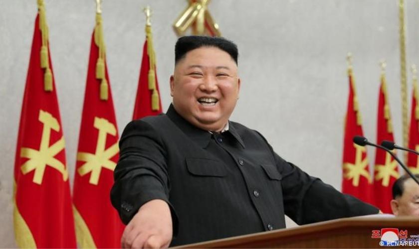 Líder norte-coreano Kim Jong-un lidera uma ditadura que visa exterminar cristãos. (Foto: Reuters)
