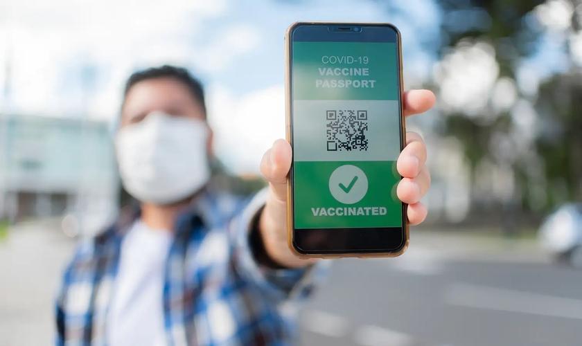 Comprovantes de vacinação serão necessários em várias cidades brasileiras. (Foto: Reprodução / Getty Images)