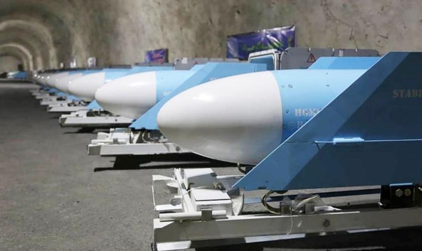 Base subterrânea que abriga mísseis mortais foi revelada pela Guarda Revolucionária Islâmica no Irã. (Foto: Reuters/Sepahnews)