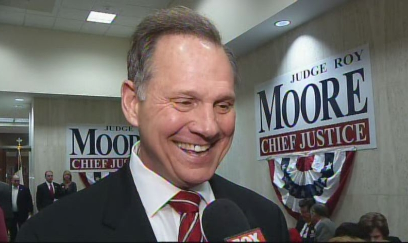 Roy Moore é chefe do Tribunal Superior do Alabama (EUA)