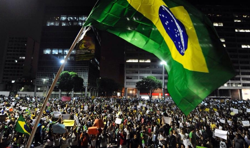 No próximo domingo (15), manifestantes sairão às ruas de todo o Brasil, em ato de protesto contra a atual situação política do país.