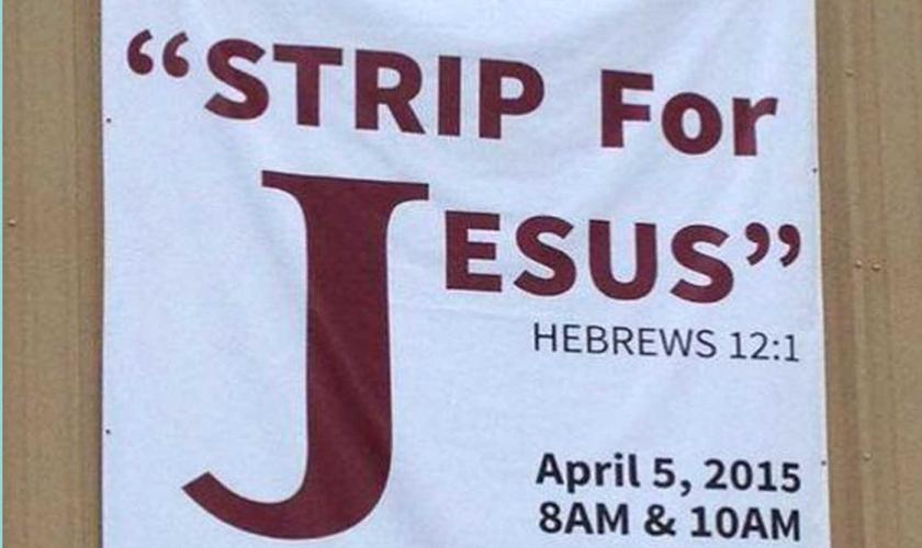 """""""Strip for Jesus"""": cartazes espalhados pela Igreja Overflow, no Texas, Estados Unidos."""