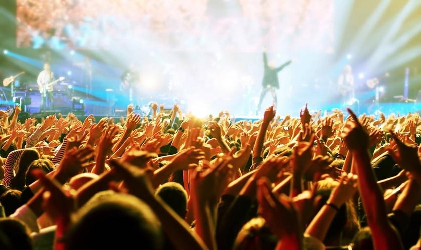 """""""Líderes de adoração não são estrelas do rock"""", alerta Ed Stetzer."""