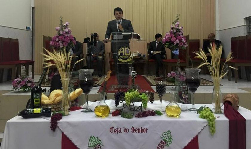 Pastor Dilmo dos Santos visitou a Assembléia de Deus Madureira de Caruaru e teve a oportunidade de ministrar uma palavra à igreja local.