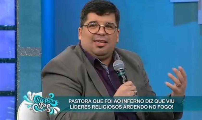 Pastor Bruno dos Santos é formado em Teologia e pastoreia a Igreja Apostólica Vida Nova