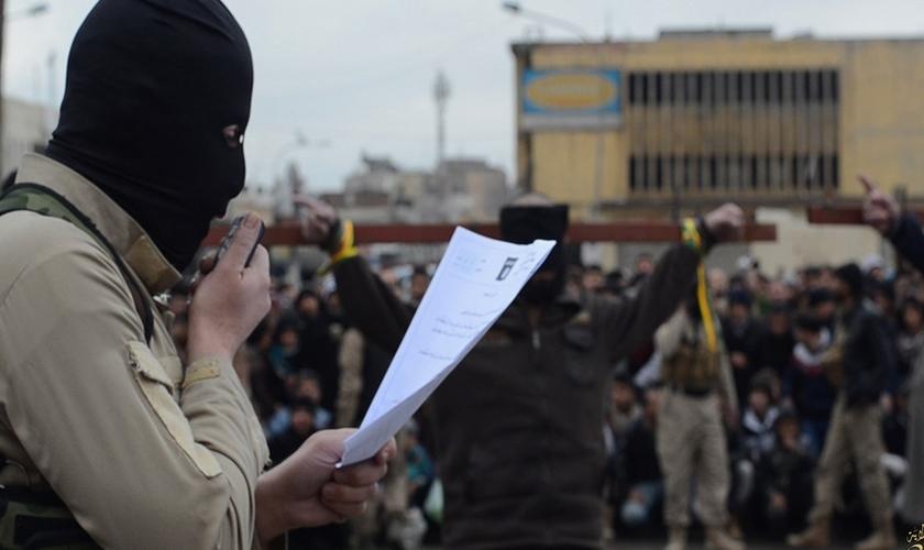 """O Estado Islâmico emitiu um """"contrato de segurança"""" que os cristãos de Qaryatian devem seguir. (Foto: Reuters)"""