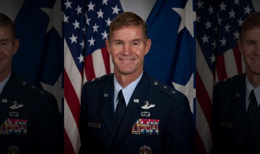 Craig Olson é Major General da Força Aérea dos Estados Unidos e diretor executivo do programa na Base Aérea de Hanscom, em Massachusetts, onde tem mais de 2.200 pessoas sob seu comando.
