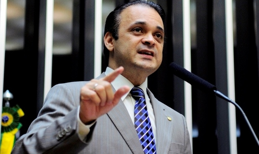 Roberto de Lucena é deputado federal licenciado, Secretário de Turismo do Estado de São Paulo e da Frente Parlamentar Mista para Refugiados e Ajuda Humanitária.