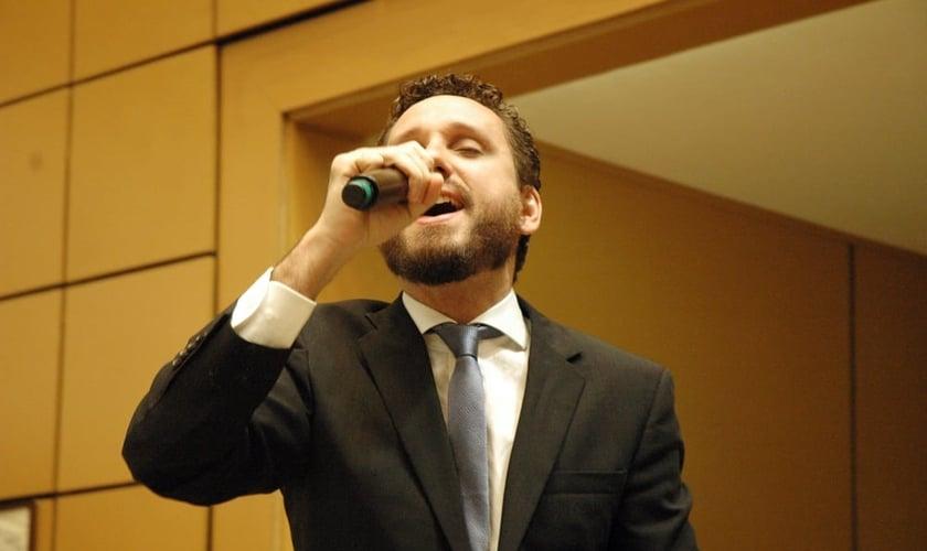 Leonardo Gonçalves durante apresentação na Assembleia Legislativa do Estado de São Paulo. (Guiame/ Marcos Paulo Corrêa)