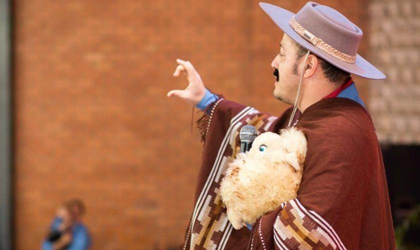 Anderson participa de evento vestido como o pastor gaúcho (Lucas Bernardes/Divulgação)
