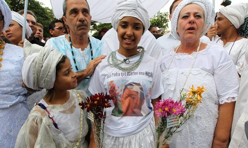 No último dia 14, Kailane Campos, de 11 anos, levou uma pedrada na cabeça por estar vestida com roupas do Candomblé. (Carlos Moraes/O Dia)