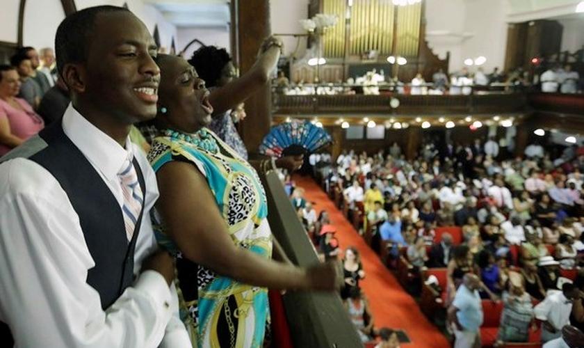 Culto na igreja que foi alvo de atentado em Charleston, neste domingo (21)