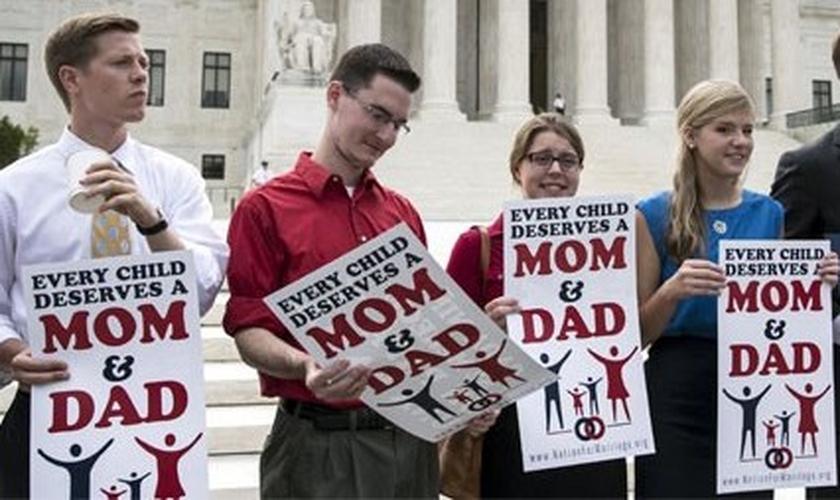 Líderes a favor da Família Tradicional promovem manifesto pacífico em frente à Suprema Corte dos EUA