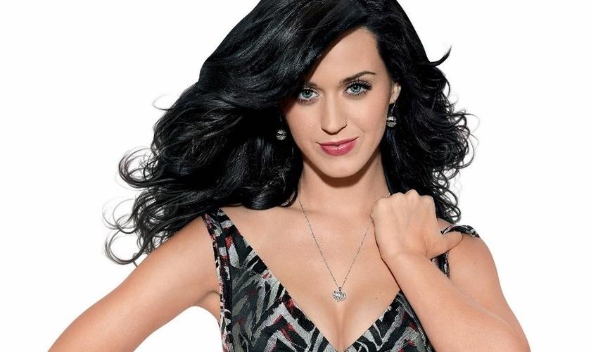 Katy Perry é uma cantora de destaque no cenário pop secular e já gerou polêmica por suas performances em palco e nos clipes.