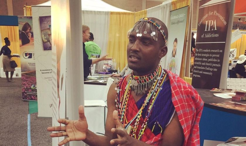 Godfrey Korio, do Meesei Project, na África