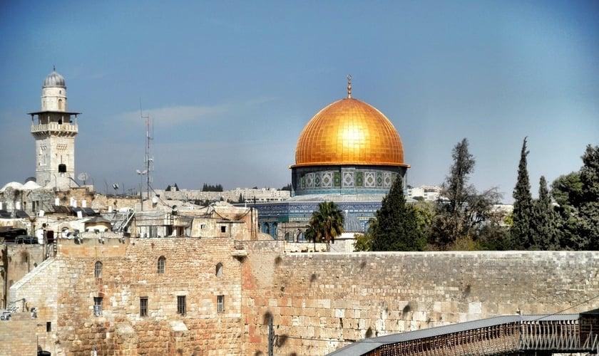 Mesquita de al-Aqsa, chamada por judeus de 'Monte do Templo', é um local de grandes conflitos, em Jerusalém. (Foto: Reprodução)