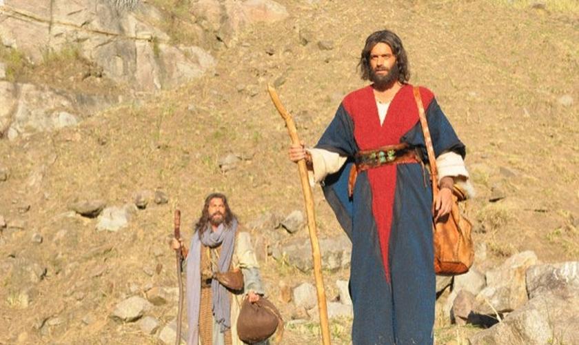 O profeta Moisés (Guilherme Winter) pede um sinal de Deus para que os hebreus deixem o Egito. Nesse momento, o Mar Vermelho se abre.