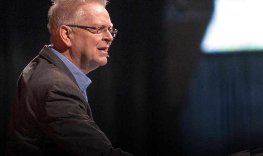 Pastor Randy Clark é um palestrante internacional, fundador do ministério Global Awakening