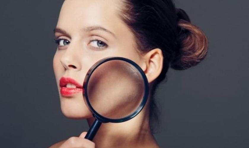Controlar a oleosidade do rosto não é tarefa fácil. Por isso, conheça as dicas. (Foto: Vila Mulher)