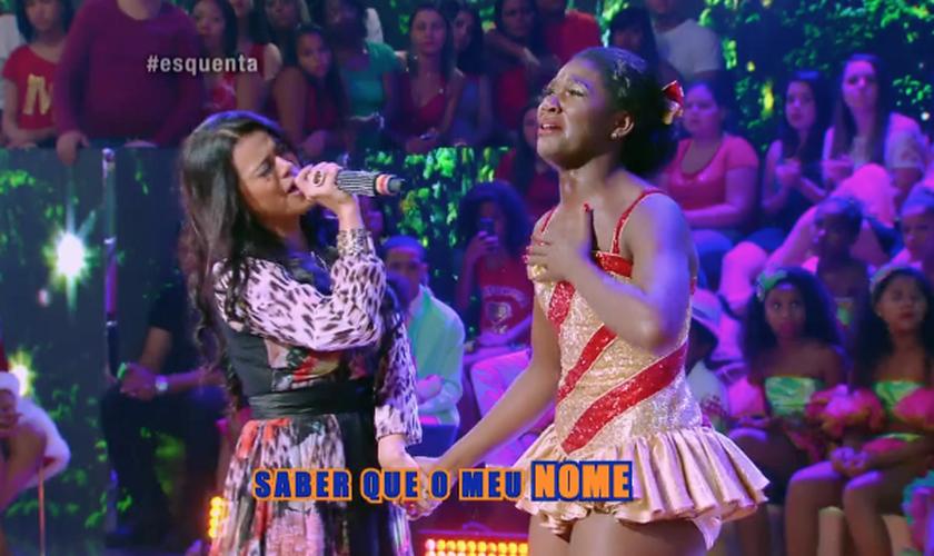 Uma bailarina do programa ficou intensamente emocionada com a música de Damares. (Foto: Reprodução/Globo)