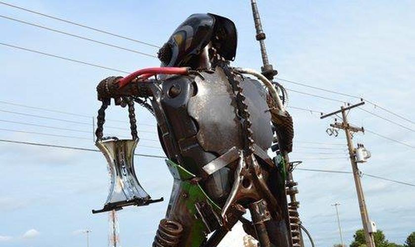 O monumento criado pelo escultor Genival Soares foi inaugurado no dia 13 de maio de 2013 e retirado do na última terça-feira, 26 de janeiro. (Foto: Reprodução/ Tangara Online)