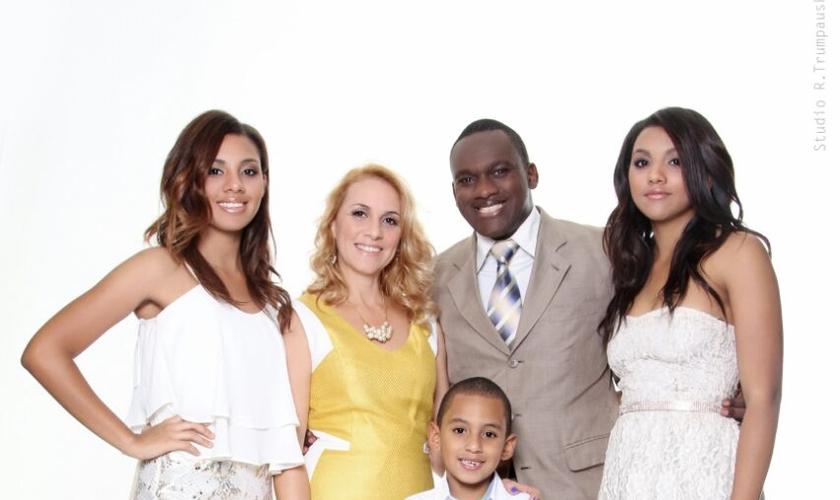 Pastor Robson Staines e sua família. (Foto: Divulgação)