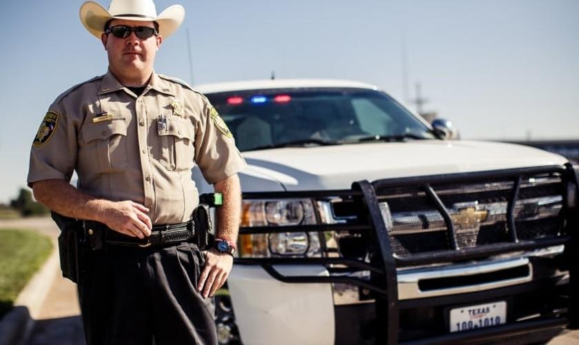 Os emblemas policiais terão uma mensagem de fé adicionada. (Foto: Shutterstock)