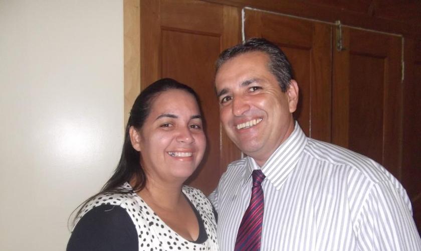 Pastor Ronaldo Romero e sua esposa, Joelma de Oliveira Romero. (Foto: Reprodução/Facebook)