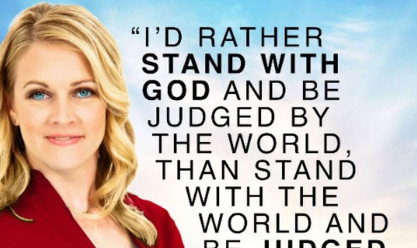 """O anúncio inclui a mensagem: """"Eu prefiro ficar do lado de Deus e ser julgada pelo mundo, do que ficar do lado do mundo e ser julgada por Deus"""". (Foto: Divulgação)"""