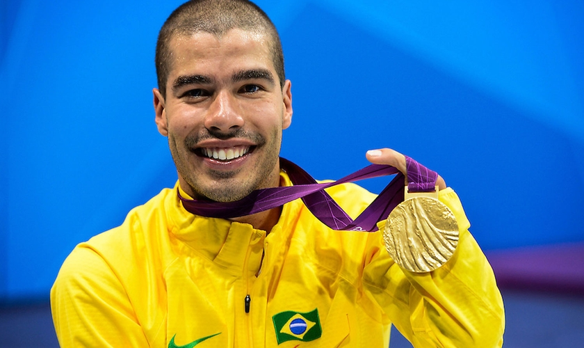 Dono de seis medalhas de ouro em Londres, Daniel exibe a dos 200m livre. (Foto: Buda Mendes/CPB)