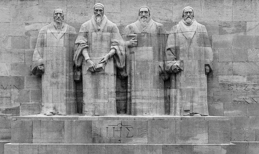 Muro dos Reformadores em Genebra, na Suíça, localizado dentro do Parque dos Bastiões. (Foto: Reprodução)