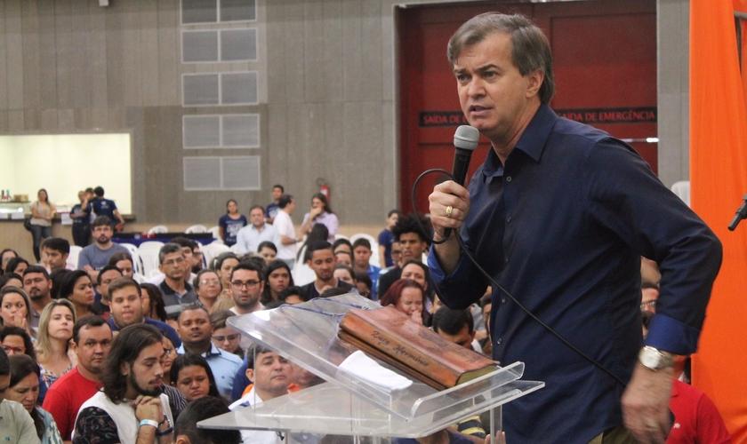 Luiz Hermínio alerta a igreja para sua necessidade de transformação comportamental. (Foto: Guiame/João Neto)