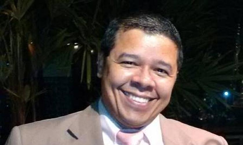 Marcos é pastor auxiliar na Comunidade Projeto Resgatar Vidas. (Foto: Reprodução/Facebook)