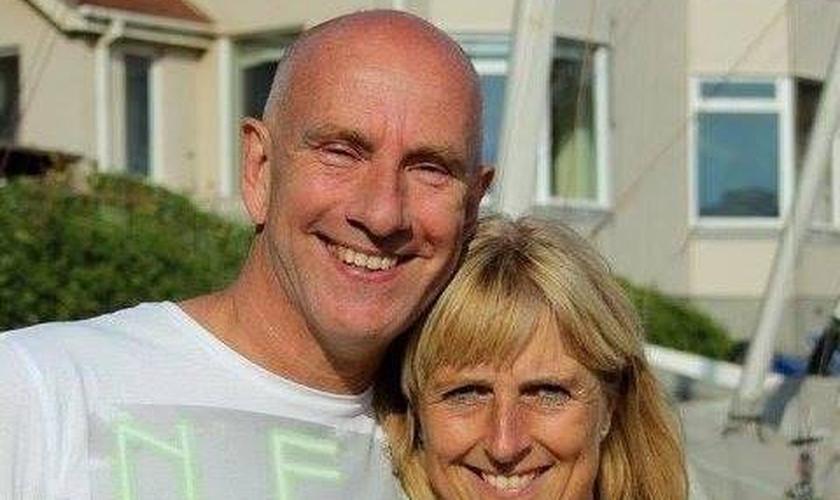 Pastor Andrew Gardiner ao lado de sua esposa. (Foto: Reprodução/Facebook)