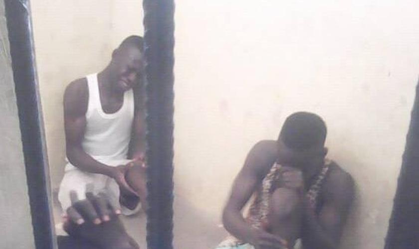 Os ladrões foram detidos pela polícia de Jalingo, capital do estado de Taraba, na Nigéria. (Foto: Reprodução/Facebook)