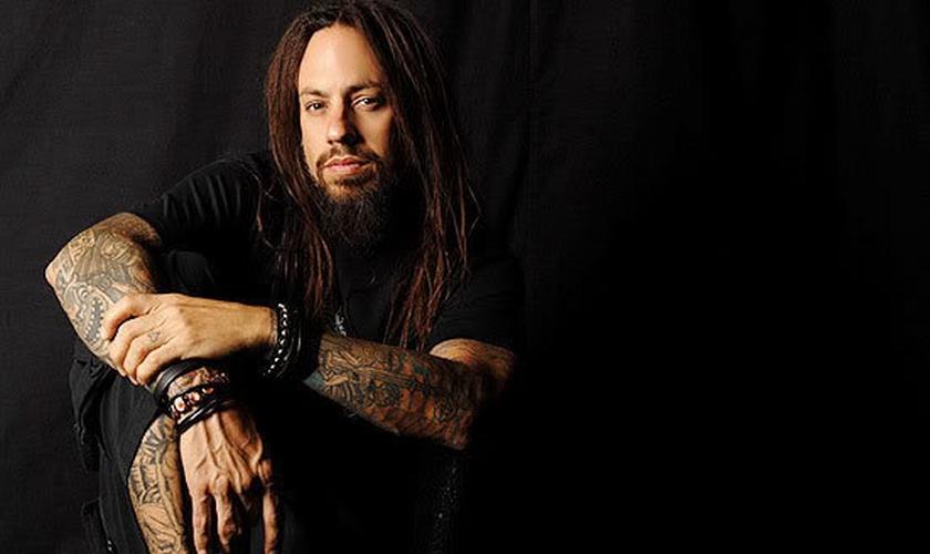 Reginald Arvizu, mais conhecido como Fieldy, � baixista da banda Korn. (Foto: Reprodu��o)