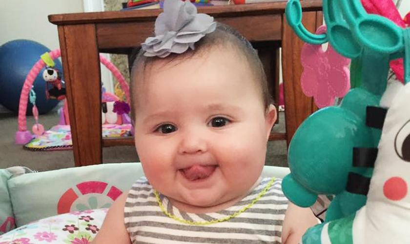 A pequena Ella Kate recebeu um transplante que salvou sua vida. (Foto: Reprodução/Facebook)