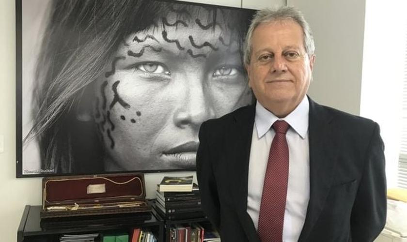 Antônio Costa, novo chefe da Funai, apoia as atividades religiosas nas aldeias. (Foto: BBC Brasil)