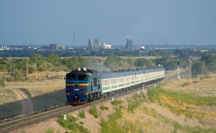 Pastores fazem cultos nos trens e alcançam centenas de passageiros, no Quênia