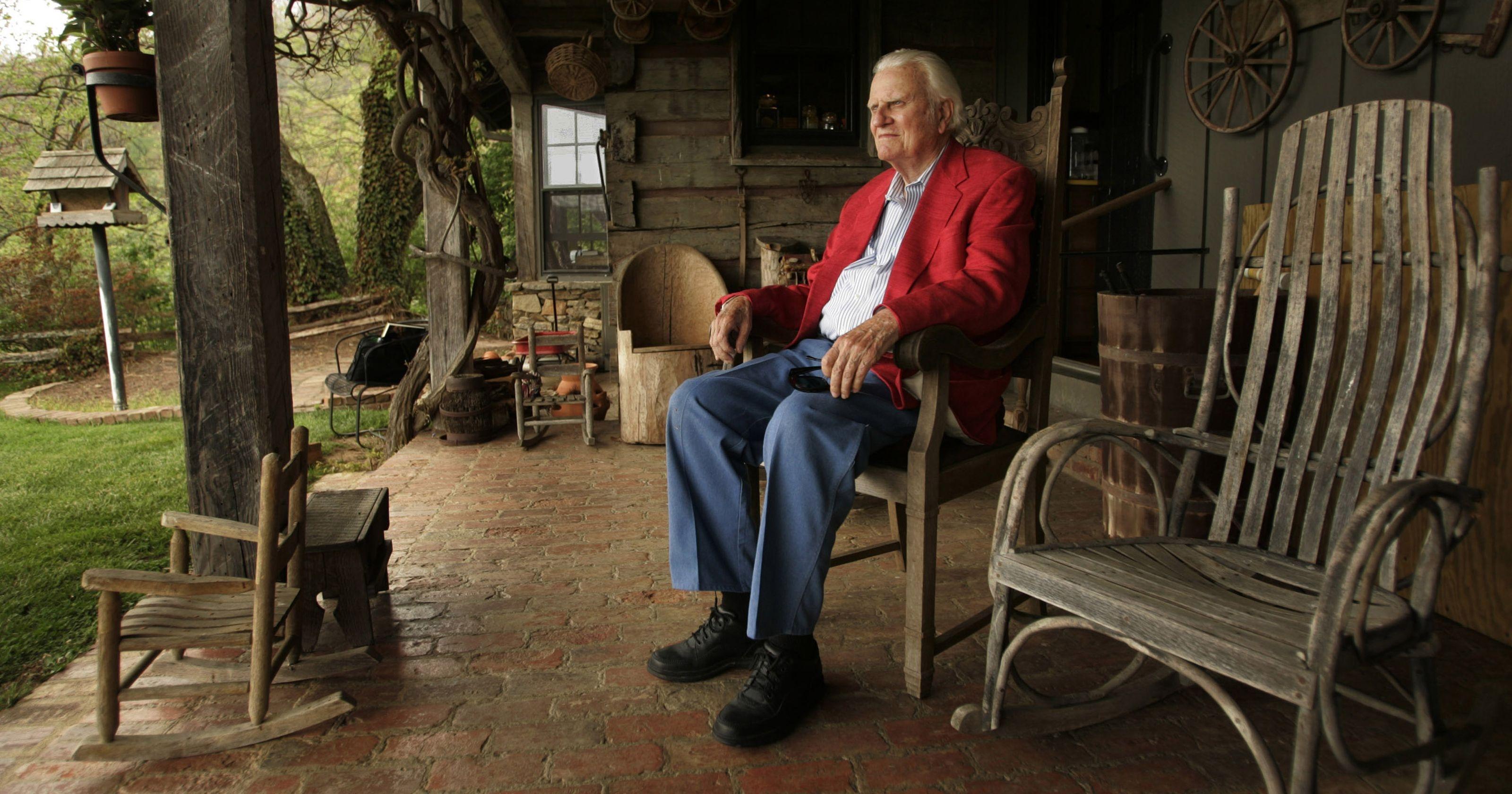 Billy Graham se dedicava à oração em seus últimos dias de vida, segundo seu filho