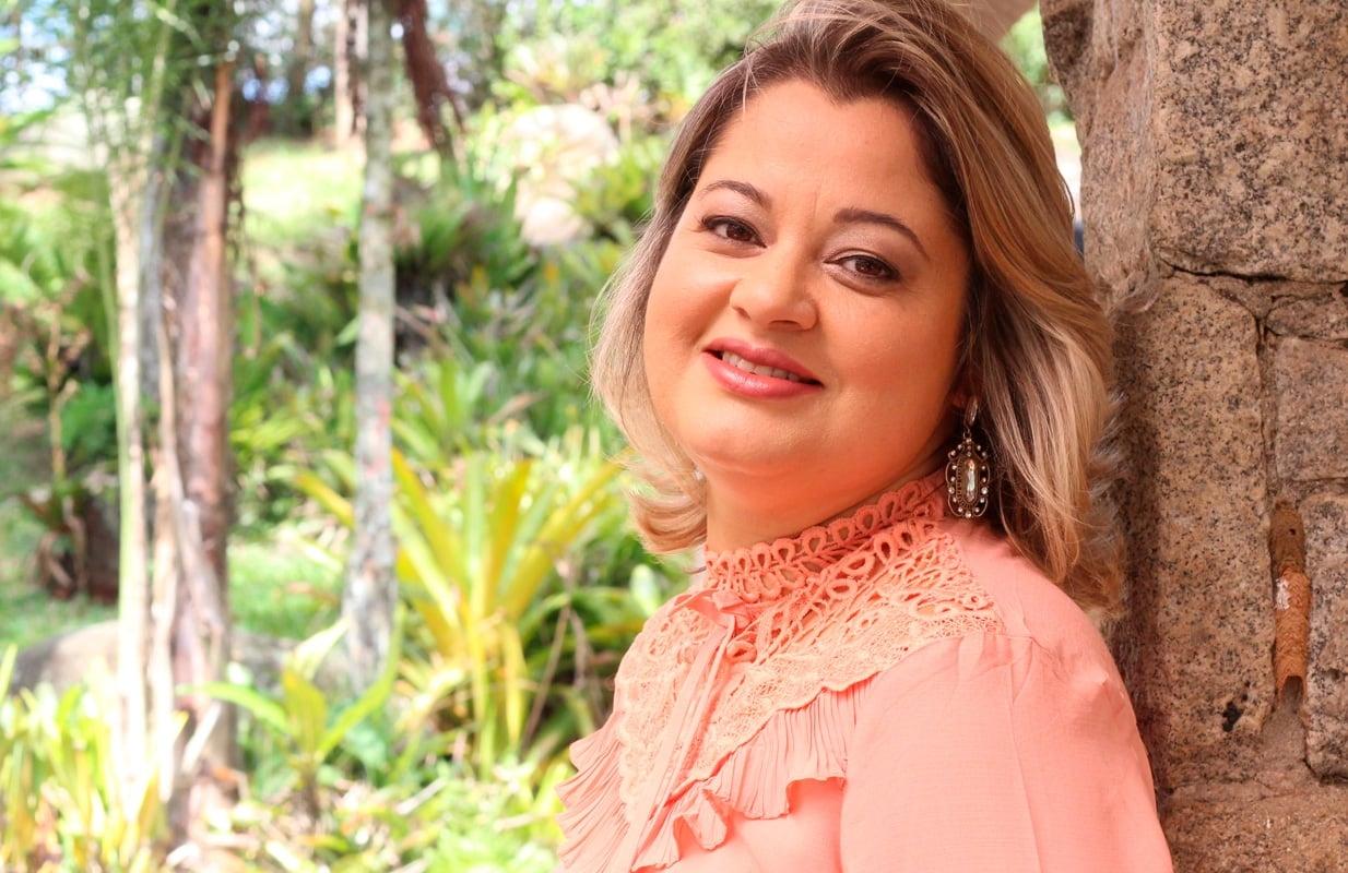 """Leila Francieli lança """"Há Mais de Deus pra Mim"""" no YouTube e plataformas digitais"""