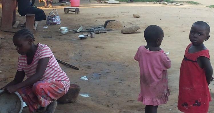 Cristã escapa de ser apedrejada pelo próprio pai e recebe ajuda de família cristã