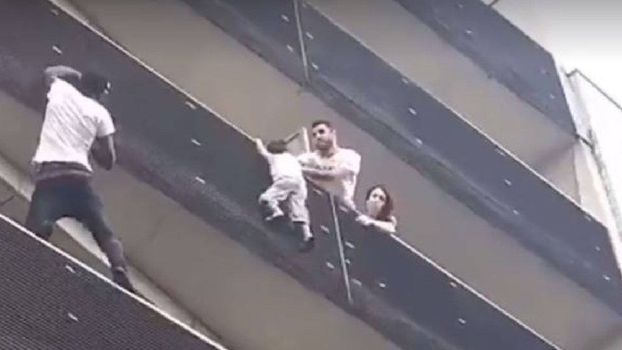 Homem que escalou prédio para salvar criança diz que foi