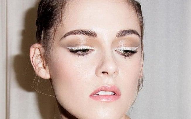 2b71fd93a0 Delineador branco é a próxima tendência de maquiagem