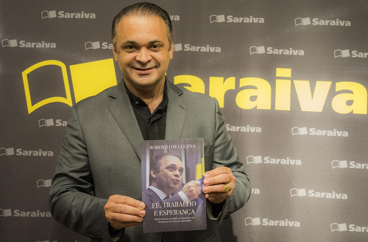 Roberto de Lucena fala sobre trajetória e fatos da política nacional em livro