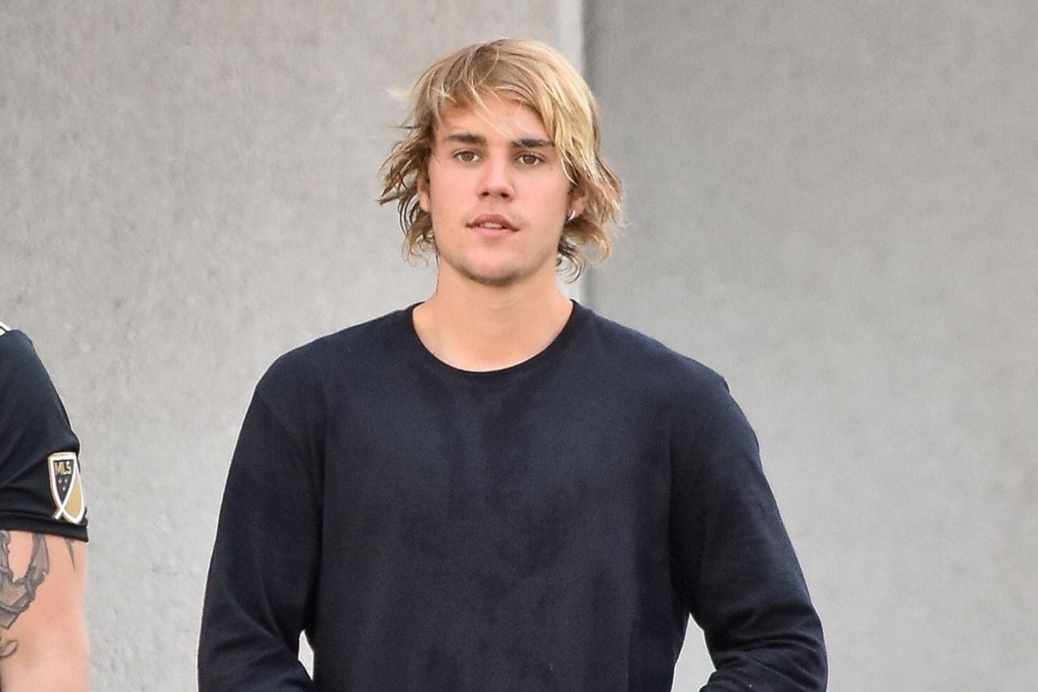 Justin Bieber convida fã homossexual para ir à igreja, após ouvir suas queixas