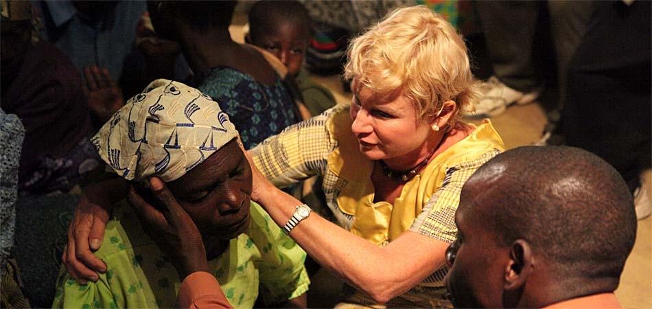 """Heidi Baker desafia terrorismo e permanece em Moçambique: """"O amor de Deus vencerá"""""""