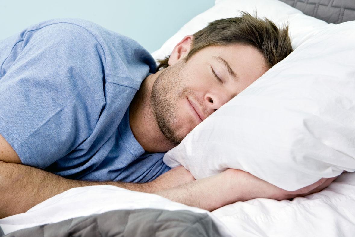 Pessoas que oram com frequência dormem melhor, diz pesquisa