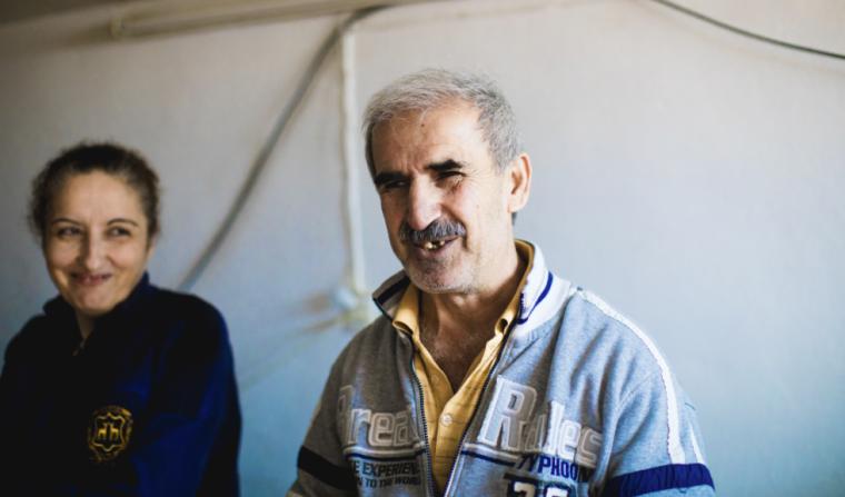 Refugiado cego recebe Bíblia em áudio e memoriza 87 capítulos