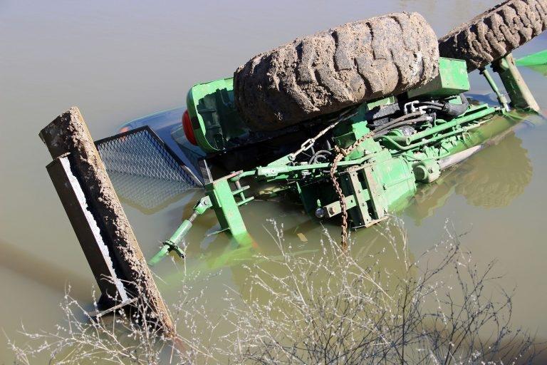 Fazendeiro quase morre afogado em barragem, mas é salvo após clamar a Deus